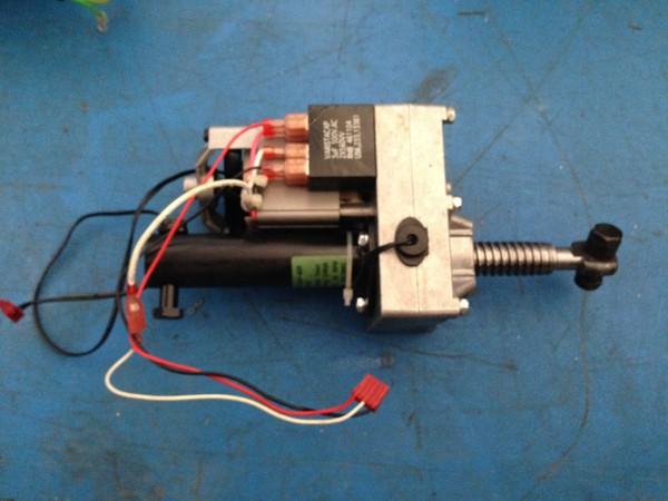Motore per l'inclinazione elettrica del tapis roulant